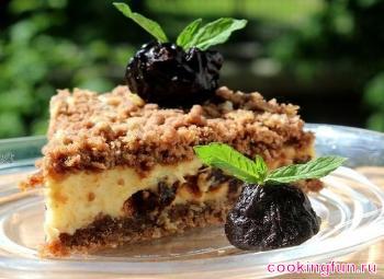 Творожный пирог с какао и черносливом
